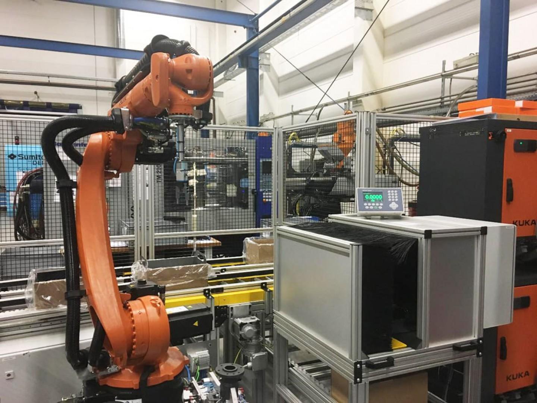 Zrobotyzowane stanowisko produkcji ślizgów pod łańcuch rozrządu - robot nr3